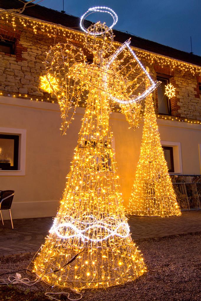 Frische Idee Zu Weihnachtsbeleuchtung Aussen Figuren Galerie Von Wohndesign Dekor