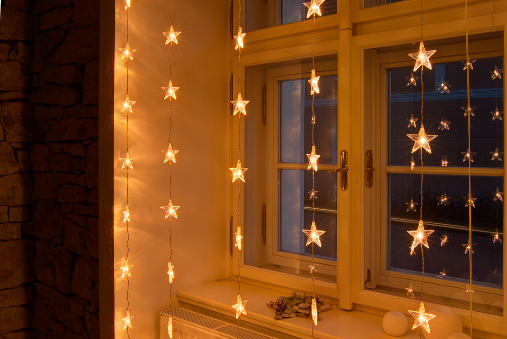 weihnachtsbeleuchtung f r hohe fenster oder terrassent ren. Black Bedroom Furniture Sets. Home Design Ideas